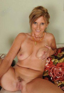 Сексуальна блондинка в поиске разврата, ищет себе страстного мужчину в е